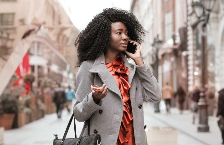 Uma chamada para uma amiga - Photo by Andrea Piacquadio from Pexels